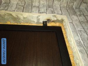 разбитые дверные откосы